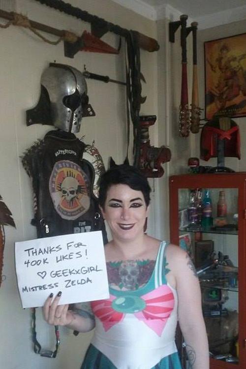 Geek Girls 400k Likes Fan Signs