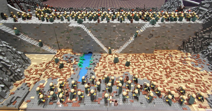 LEGO Recreation of the Helms Deep Battle from LOTR