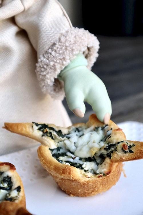 Baby Yoda Spinach and Artichoke Bites