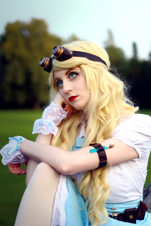 Steampunk Alice in Wonderland Cosplay