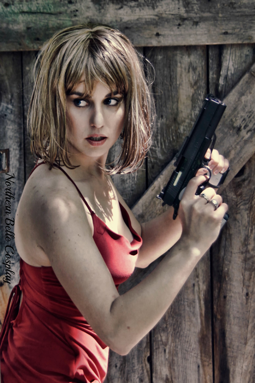 Alice Resident Evil Cosplay