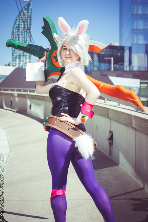 Battle Bunny Riven from League of Legends Cosplay