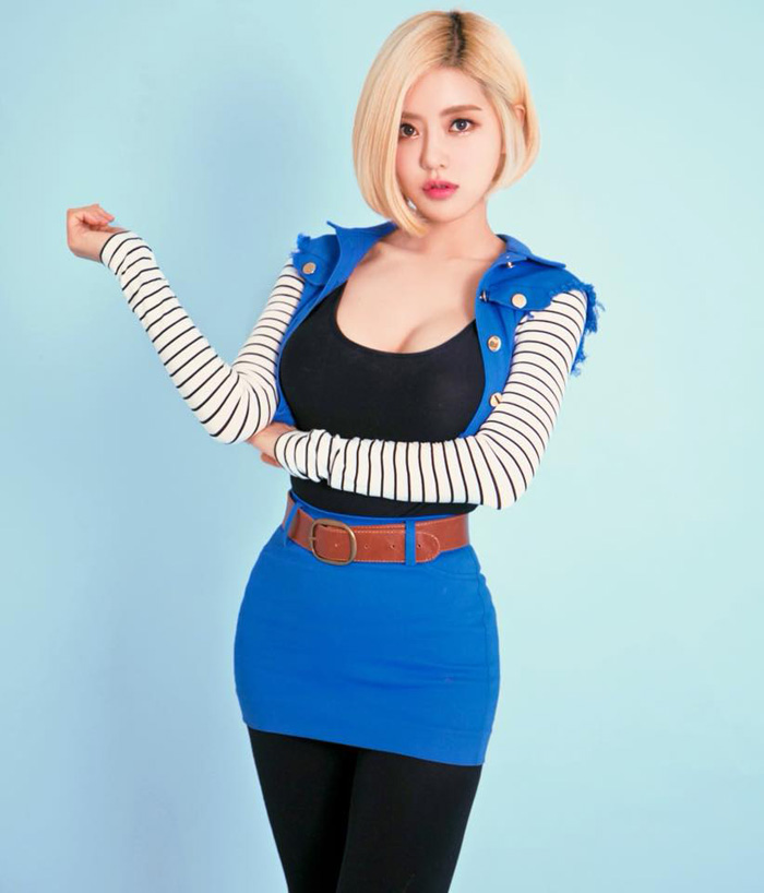 Android 18 from Dragon Ball Cosplay