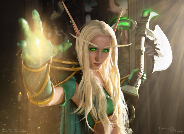 Blood Elf Paladin from�World of Warcraft Cosplay