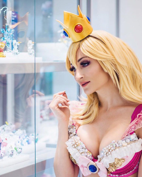 Sexy Princess Peach Cosplay