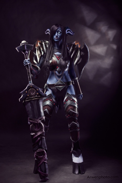 Draenei Warrior from World of Warcraft Cosplay