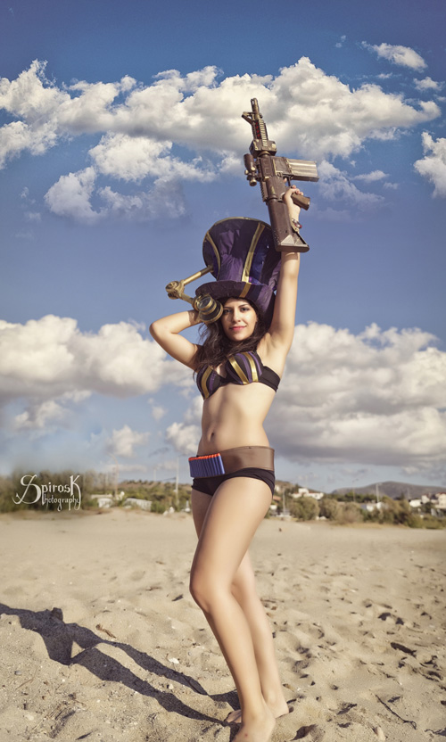 Pool Party Caitlyn from League of Legends Cosplay