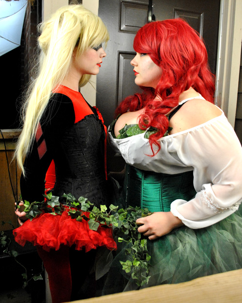Harley Quinn and Poison Ivy Cosplay