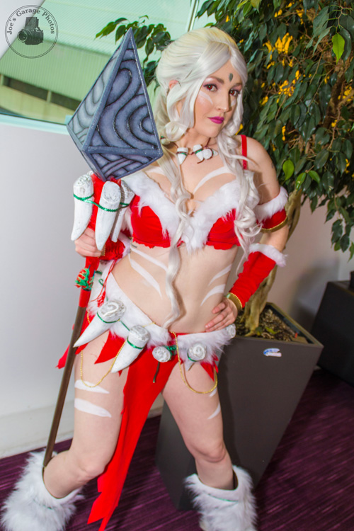 Snowbunny Nidalee from League of Legends Cosplay