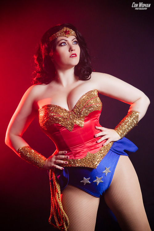 burlesque-wonder-woman-cosplay-04.jpg