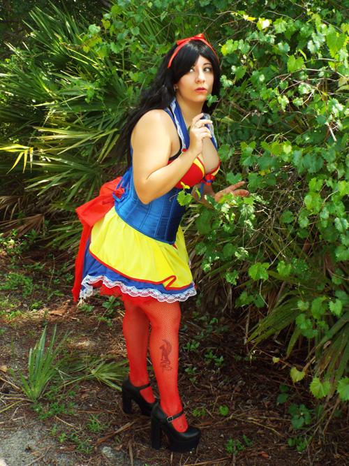 Sexy Snow White Cosplay
