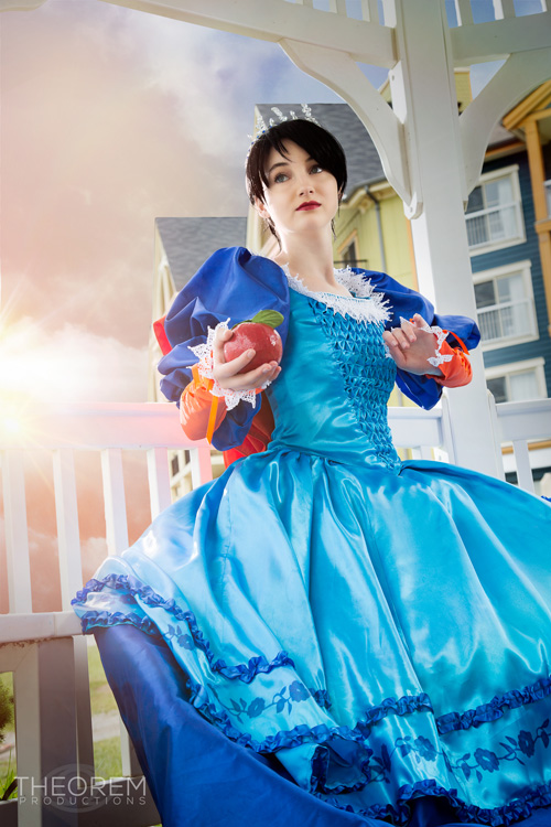 Snow white from mirror mirror cosplay for Miroir miroir full movie