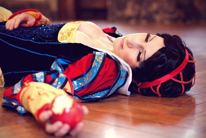 Renaissance Snow White Cosplay