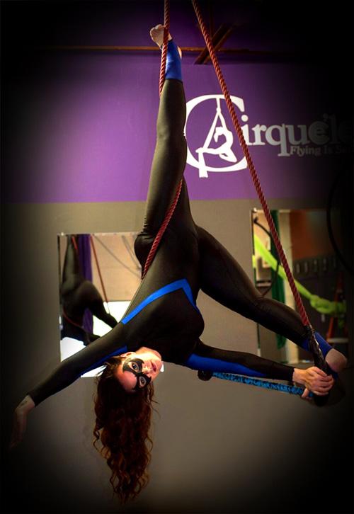"Nightwing and Batgirl ""Circus School"" Cosplays"