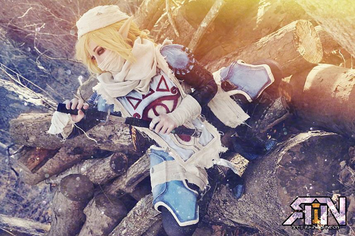 Sheik from The Legend of Zelda Cosplay