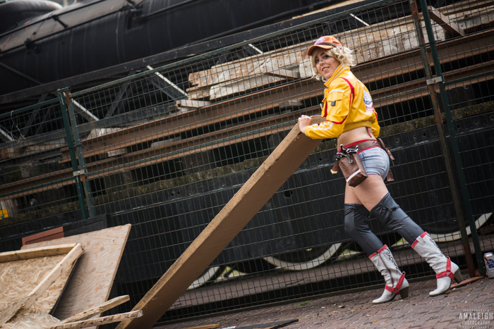 Cindy from Final Fantasy XV Cosplay