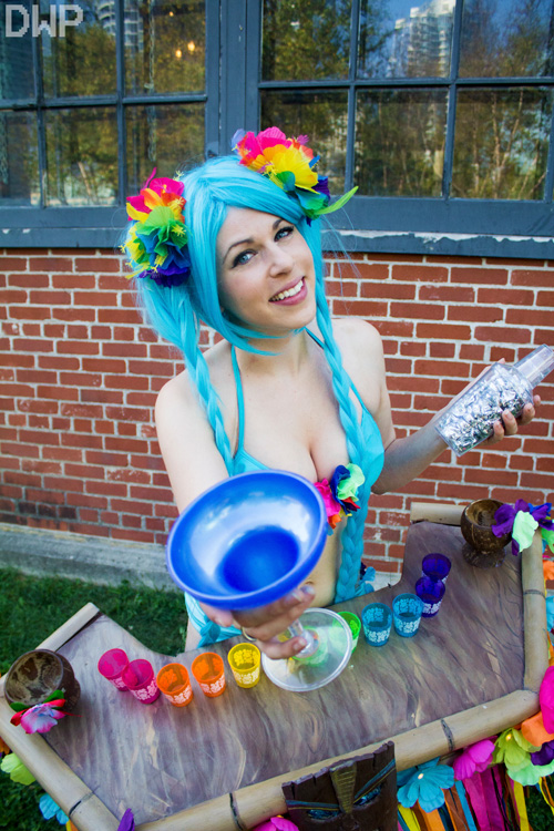 Pool Party Sona from League of Legends Cosplay