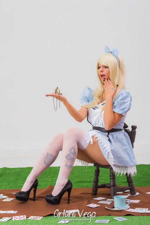 Sexy Alice in Wonderland Cosplay