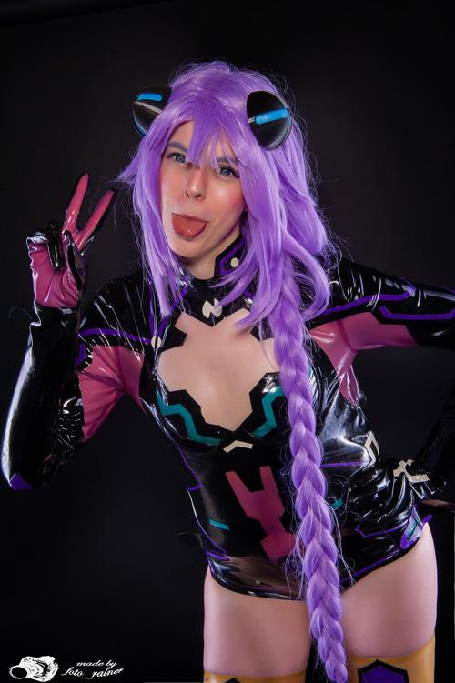 Purple Heart from Hyperdimension Neptunia Cosplay