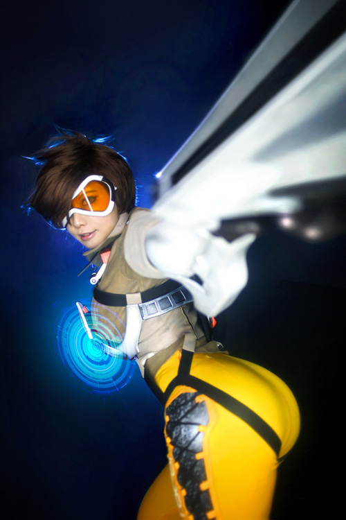 Tracer from Overwatch Cosplay
