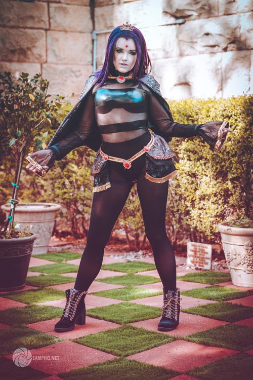 Queen Raven Cosplay