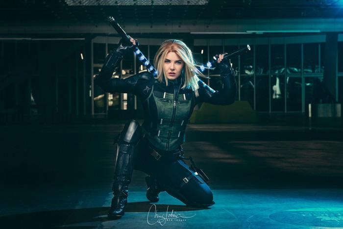 black widow from avengers infinity war cosplay