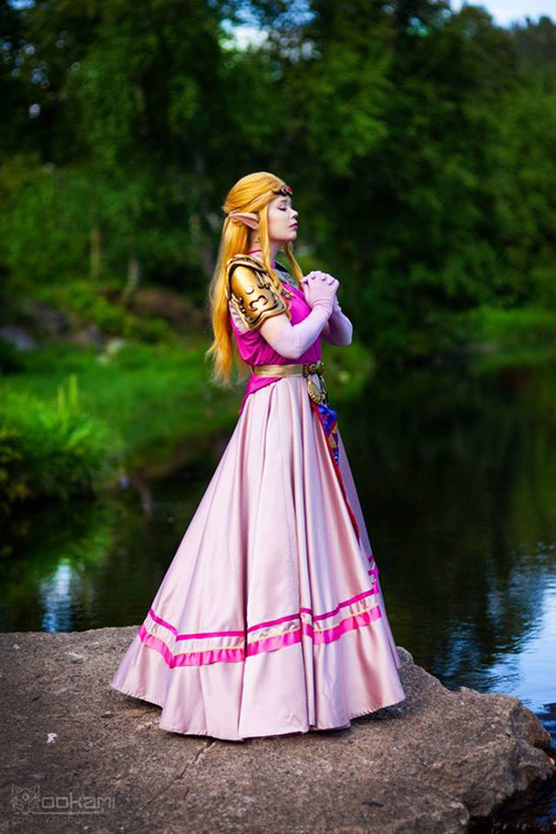 Zelda from The Legend of Zelda: Ocarina of Time Cosplay