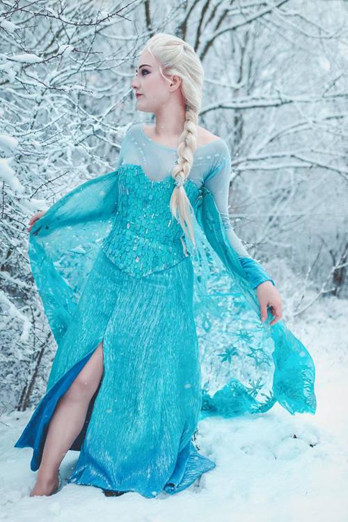 Elsa from Frozen Cosplay