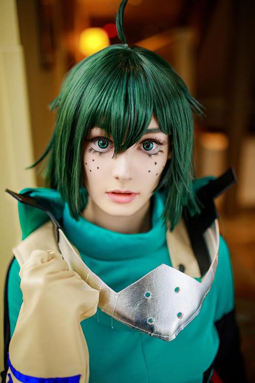 Female Deku cosplay from My Hero Academia Cosplay