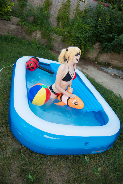 Bikini Harley Quinn Photoshoot