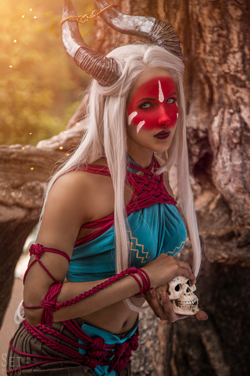 Inquisitor Adaar from Dragon Age: Inquisition Cosplay