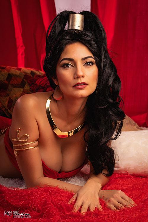 Slave Jasmine from Aladdin Cosplay
