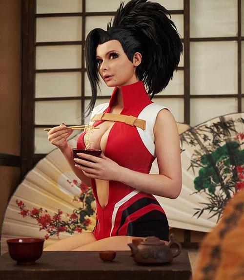 Momo Yaoyorozu from My Hero Academia Cosplay