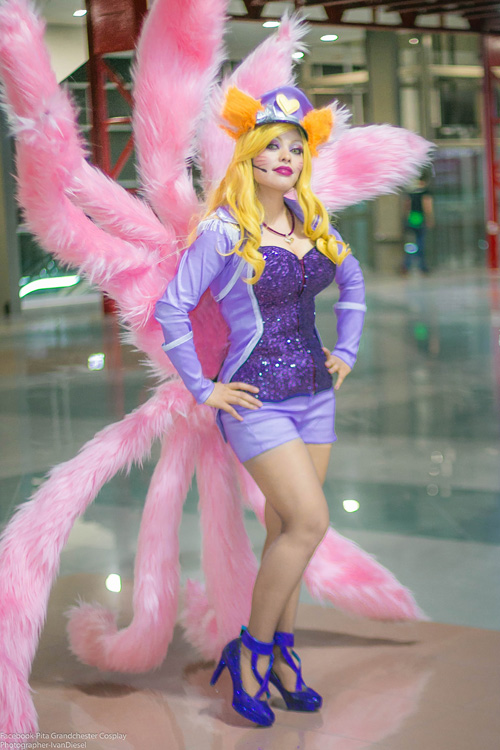 Popstar Ahri from League of Legends Cosplay