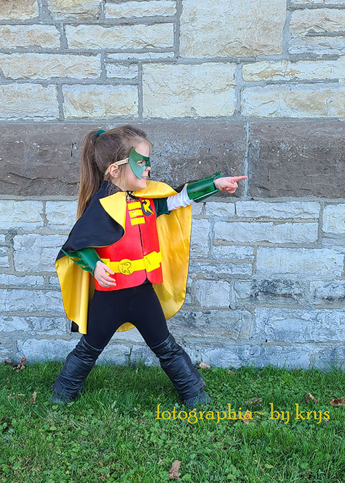 Mini Robin Cosplay