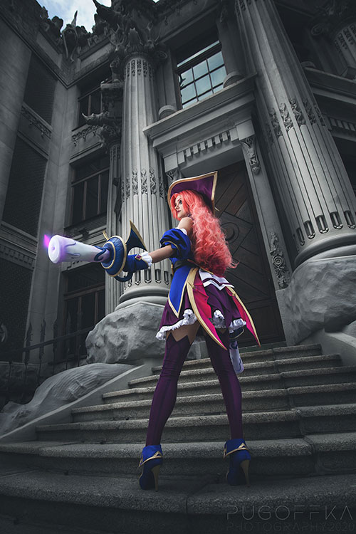 Bewitching Miss Fortune from League of Legends Cosplay