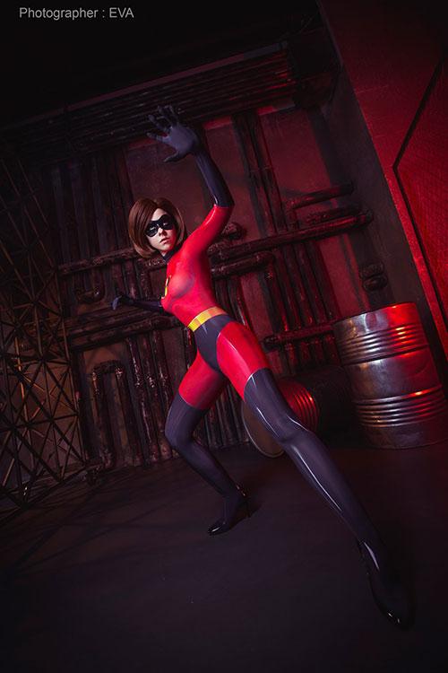 Elastigirl from The Incredibles Cosplay