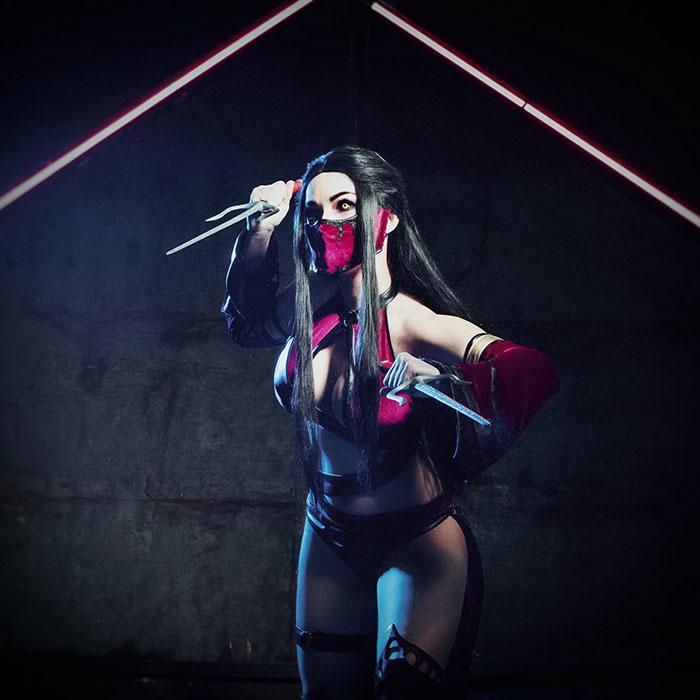 Mileena from Mortal Kombat Cosplay