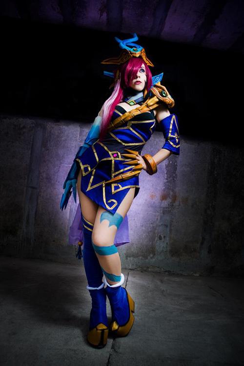 lunar wraith caitlyn from league of legends cosplay
