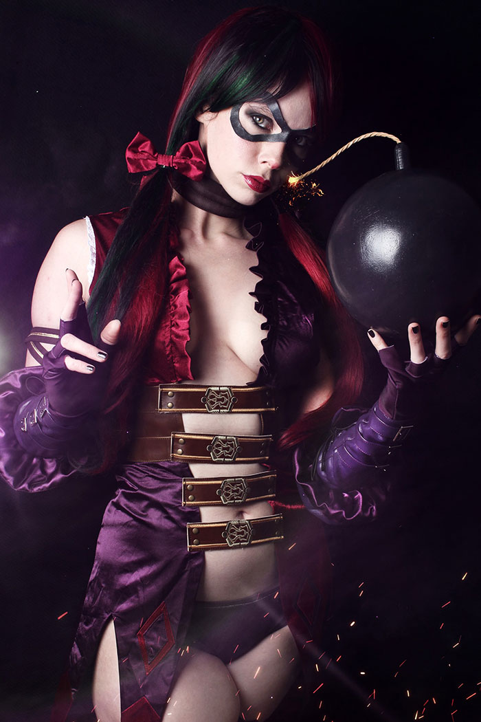 Harley Quinn from Injustice: Gods Among Us Cosplay