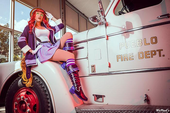 DC Bombshell Starfire Cosplay