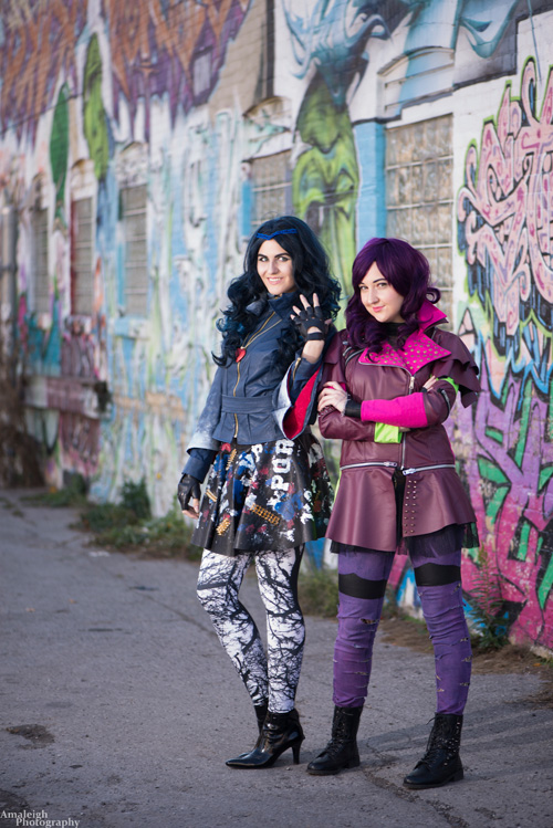 Mal & Evie from Disneys Descendants Cosplay