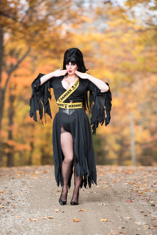 Elvira Mistress of the Dark Cosplay