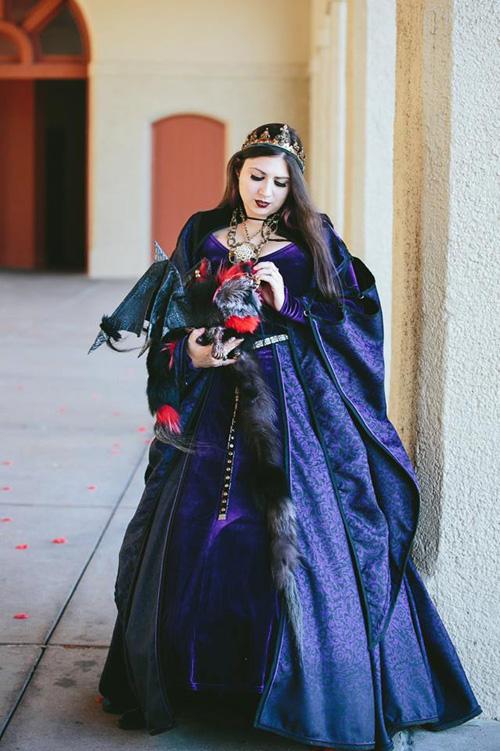 Queen Cosplay
