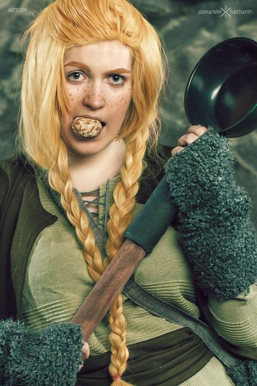 female hobbit cosplays