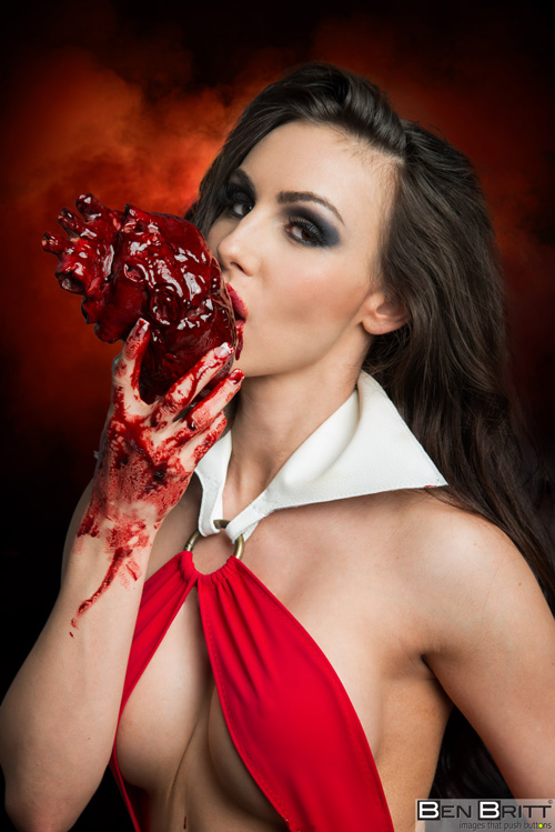 Julia Leigh looks drop-dead gorgeous as Vampirella! The photos were